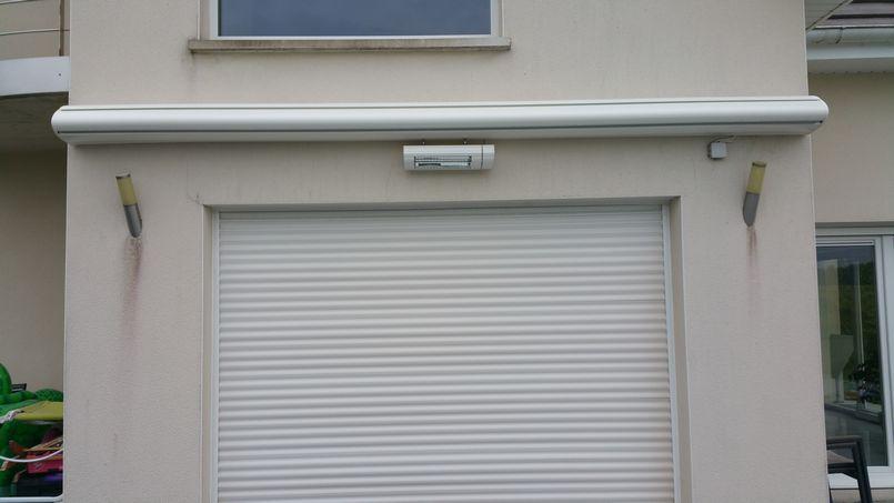 store extérieur avec protection
